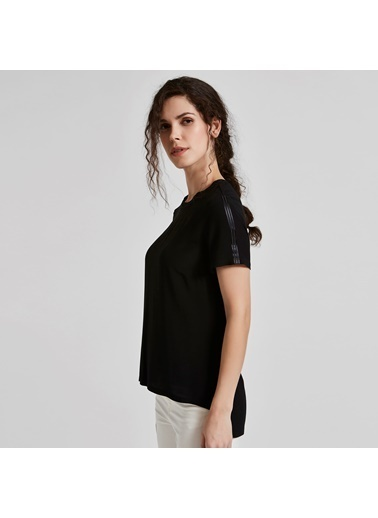 Vekem-Limited Edition Asimetrik Kesim Omuzda Şerit Detaylı Bluz Siyah